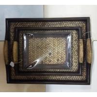 Набор из деревянных плетеных подносов